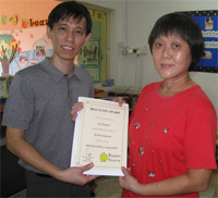 Mr Lawrence Lim, our Principal presenting the award to Aunty Teng Moi