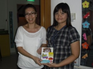 Deputy Principal of Blossom Edugroup, Ms Wendy Long together with Winner Diana