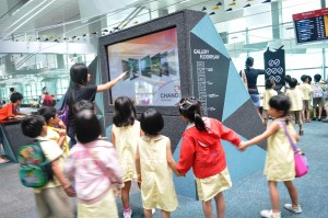 Let's take a look at the various features of Changi Airport!