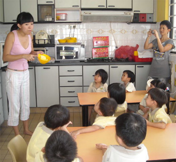 Mrs Nguyen introduces the ingredients as the N1 & N2 children watch and listen intently.