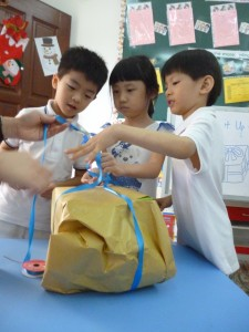 Working as a team to tie the ribbon on the X'mas gift ...